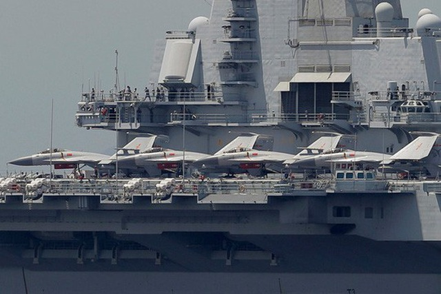 Tàu sân bay Trung Quốc bị chính máy bay nhà cản chân - 1