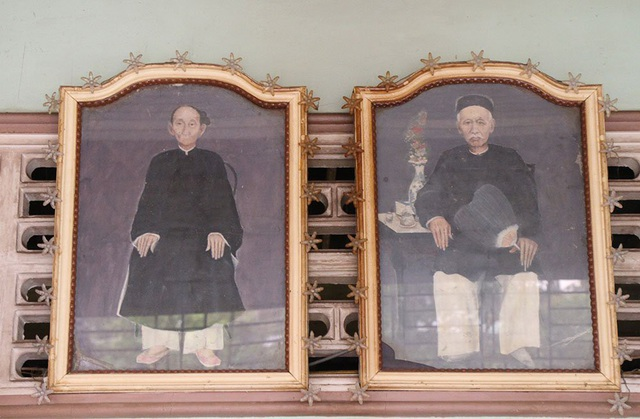 Ông Trần Để (phải) và vợ