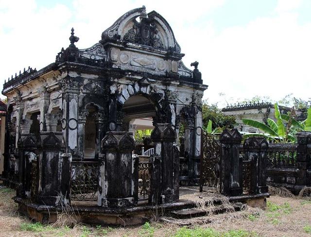 Khu mộ còn ẩn chứa nhiều điều kỳ lạ