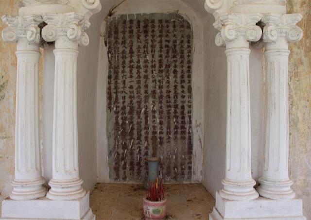 Theo ông Hùng, dòng chữ hán trong phần mộ của ông Trần Để vẫn còn là bí ẩn