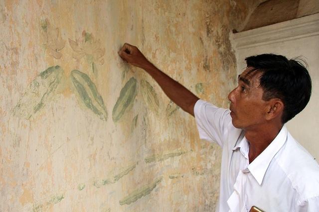 Các bức tường bên trong khu mộ cổ ẩn chứa những hoa văn được vẽ sắc nét