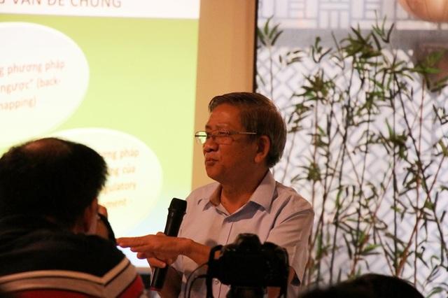 GS. Nguyễn Minh Thuyết - Tổng chủ biên chương trình GDPT mới chia sẻ tại tọa đàm.