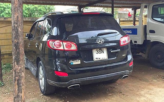 Chiếc xe ô tô hiệu Hyundai Santafe sau khi gây nạn đã bị Công an huyện Kỳ Anh tạm giữ để điều tra (ảnh: ĐH)