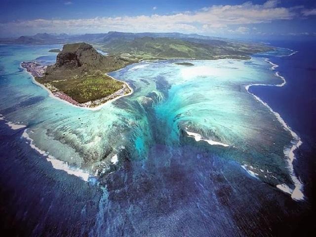 Ảo ảnh thị giác khiến nhiều người nhầm tưởng tồn tại một thác nước khổng lồ ở đảo Mauritius