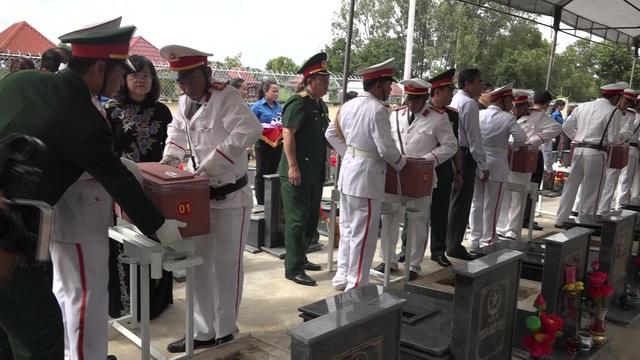 Các hài cốt liệt sĩ được an táng  tại nghĩa trang liệt sĩ huyện Định Quán.