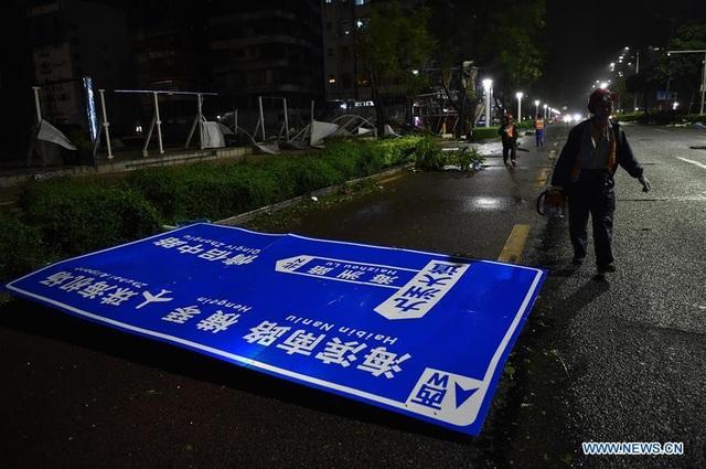 Theo ghi nhận ban đầu, bão Mangkhut đã khiến ít nhất 2 người ở Quảng Châu thiệt mạng. (Ảnh: China News)