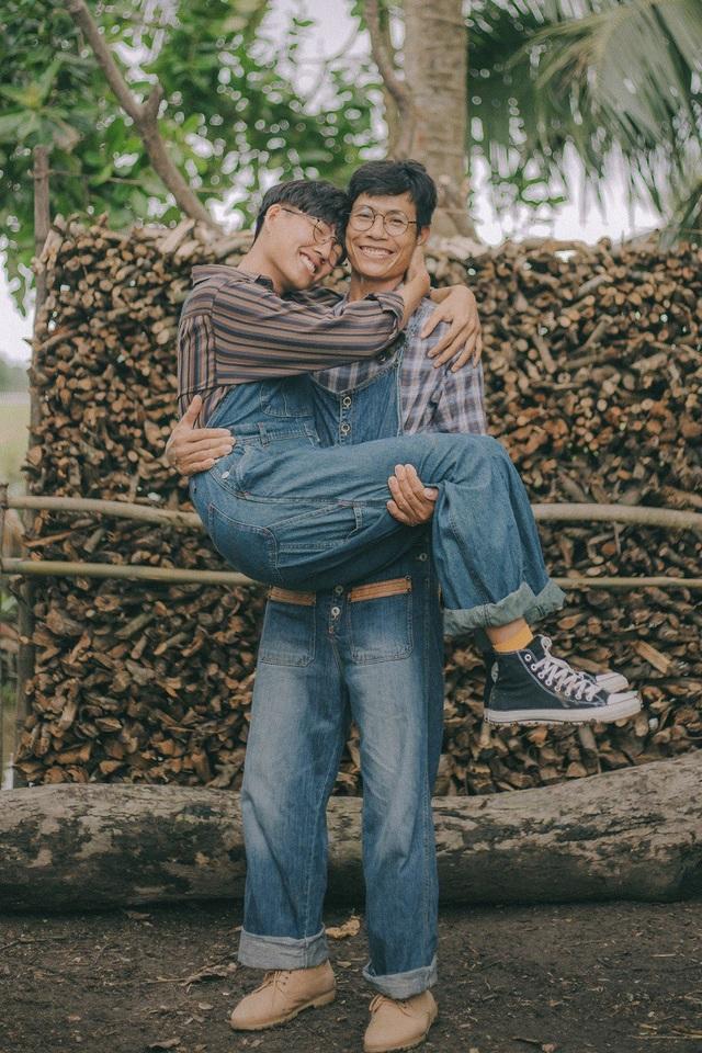 Với Thanh Bình, bộ ảnh không chỉ là nơi thể hiện tình cảm cha con đơn thuần mà đây còn là bộ ảnh ghi dấu những lần đầu tiên đáng nhớ của 2 cha con.