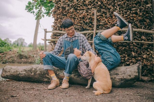 """Chia sẻ về bộ ảnh """"Con và Cha"""" lần này, Thanh Bình cho biết bản thân muốn có bộ ảnh kỉ niệm ấn tượng với ba vì chưa bao giờ Bình được chụp ảnh một cách nghiêm túc cùng ba."""