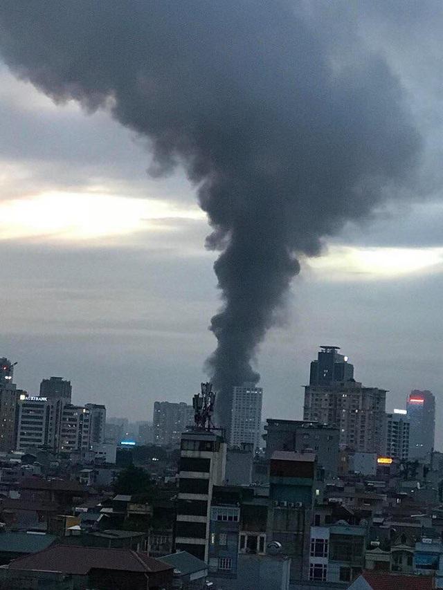Cháy hàng loạt ngôi nhà gần Bệnh viện Nhi Hà Nội - 6