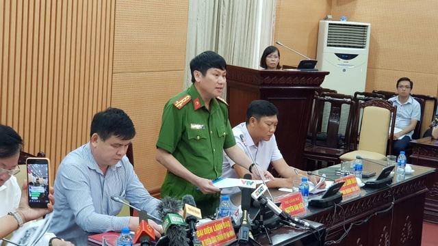 """Đại tá Nguyễn Văn Viện, Phó Giám đốc CAHN thông tin, công an phát hiện có nhiều """"bóng cười"""" và một số vật chất nghi là ma túy tại hiện trường"""