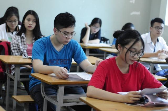 Trong phiếu trả lời trắc nghiệm nên làm phách, khi xử lý phiếu trắc nghiệm họ sẽ không biết bài thi của thí sinh nào, từ đó bảo đảm độ bảo mật của bài thi. (Ảnh: Mỹ Hà).