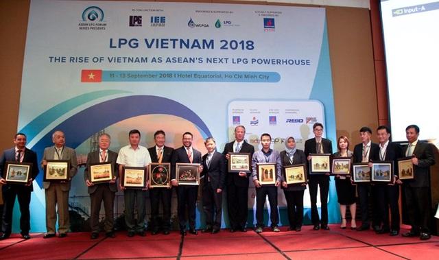 Ông Hồ Tùng Vũ, Phó Tổng Giám đốc PV GAS chào mừng các đại biểu tham gia Diễn đàn LPG ASEAN-Việt Nam 2018