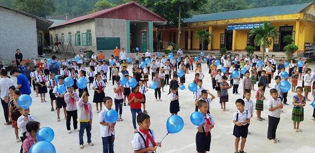 Học sinh Trường tiểu học Nậm He tươi vui trong ngày khánh thành phòng học Dân trí