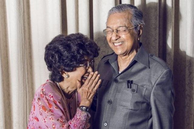 Thủ tướng Malaysia Mahathir Mohammad, 93 tuổi, và phu nhân Tun Dr Siti Hasmah, 88 tuổi (Ảnh: Twiiter/Mahathir Mohammad)