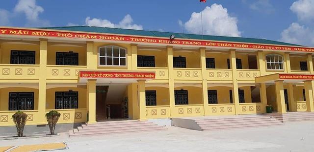 Cũng trong năm học 2018-2019, Trường tiểu học Nậm He được nhà nước đầu tư xây dựng thêm 8 phòng học mới khang trang, giúp thầy cô và học sinh nhà trường làm tốt công việc dạy và học nơi vùng cao