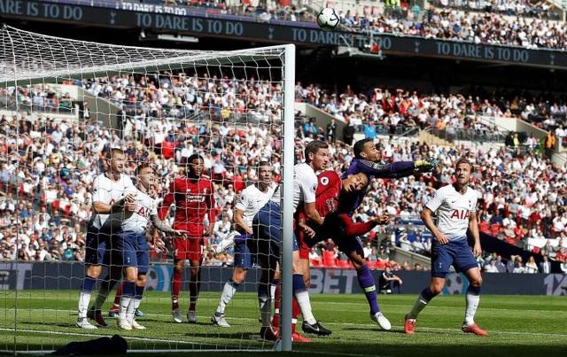 Dù Michel Vorm thi đấu xuất sắc nhưng không thể giúp Tottenham tránh khỏi thất bại trước Liverpool