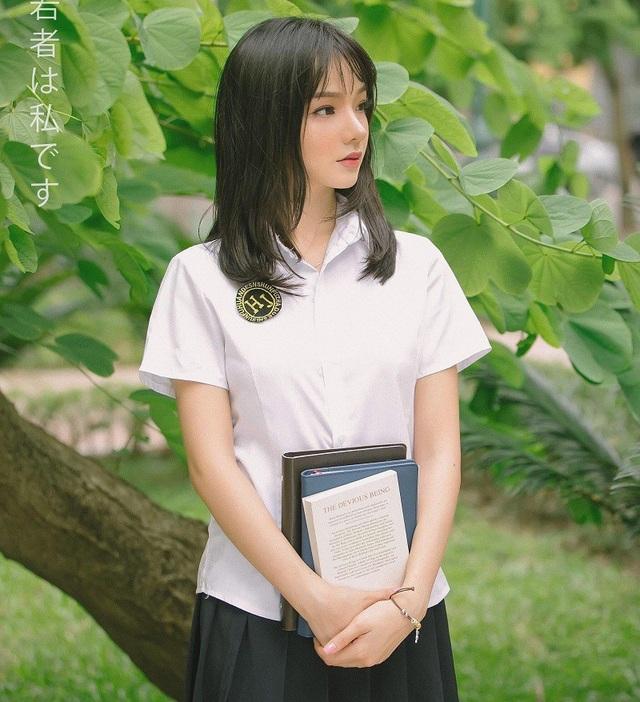 Trước khi nổi tiếng, Thủy Tiên cũng từng là gương mặt ấn tượng của Nữ hoàng trang sức 2017, tham gia một số cuộc thi sắc đẹp cô cũng giành được một số giải thưởng như giải Người đẹp áo dài và Top 10 Nữ hoàng trang sức 2017.