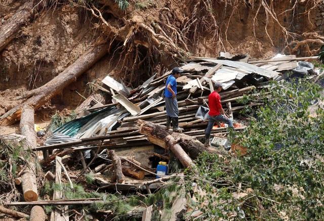 Sau khi nghe tin về các vụ sạt lở đất gây chết người, Tổng thống Philippines Rodrigo Duterte hôm nay đã đề xuất đóng cửa tất cả các mỏ khai thác khoáng sản để tránh lặp lại thảm kịch do bão Mangkhut gây ra. (Ảnh: Reuters)