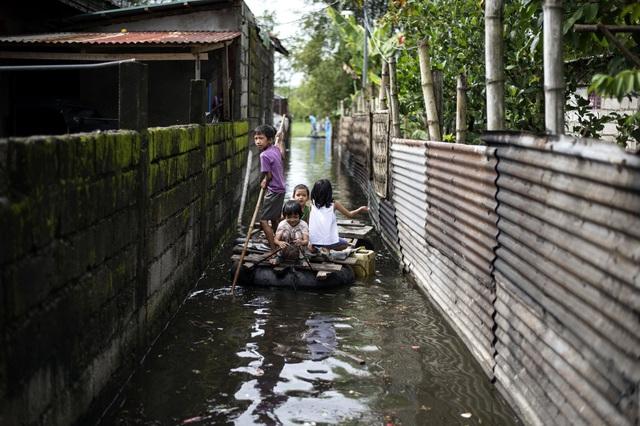 Ngoài số nạn nhân được xác nhận đã thiệt mạng, khoảng 40 người khác, trong đó phần lớn là thợ đào vàng, được cho là đã bị chôn vùi trong các trận sạt lở đất sau khi bão đổ bộ vào miền bắc Philippines. (Ảnh: AFP)