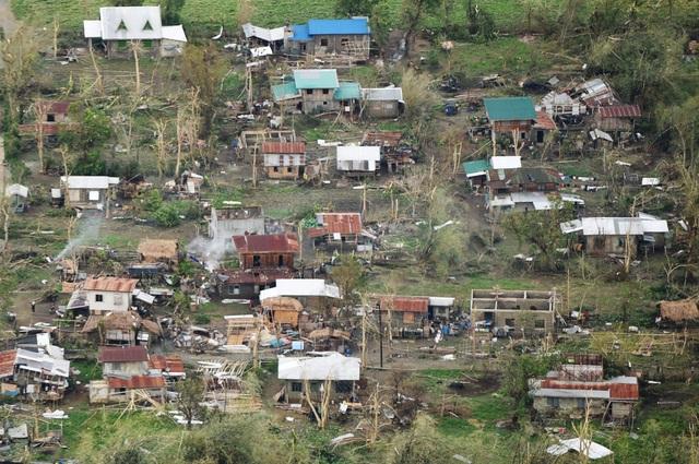 Sẽ phải mất vài ngày, thậm chí vài tuần trước khi con số thương vong chính thức do bão Mangkhut gây ra tại Philippines được công bố chính thức. Ngoài ra, chính quyền Philippines cũng cần có thêm thời gian để đánh giá ảnh hưởng của bão tới các vùng nông nghiệp chính của Philippines cũng như nền kinh tế nước này. (Ảnh: AFP)