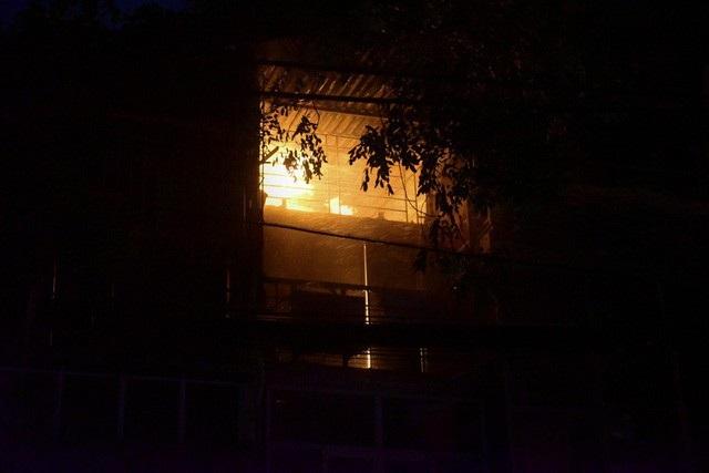 Cháy hàng loạt ngôi nhà gần Bệnh viện Nhi Hà Nội - 8