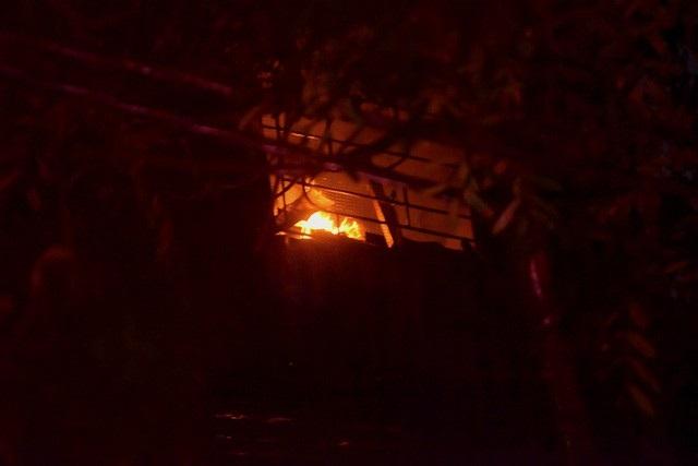 Cháy hàng loạt ngôi nhà gần Bệnh viện Nhi Hà Nội - 18