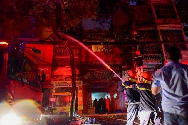 Cháy hàng loạt ngôi nhà gần Bệnh viện Nhi Hà Nội - 24