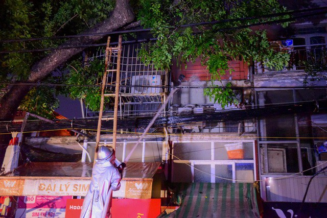 Cháy hàng loạt ngôi nhà gần Bệnh viện Nhi Hà Nội - 25