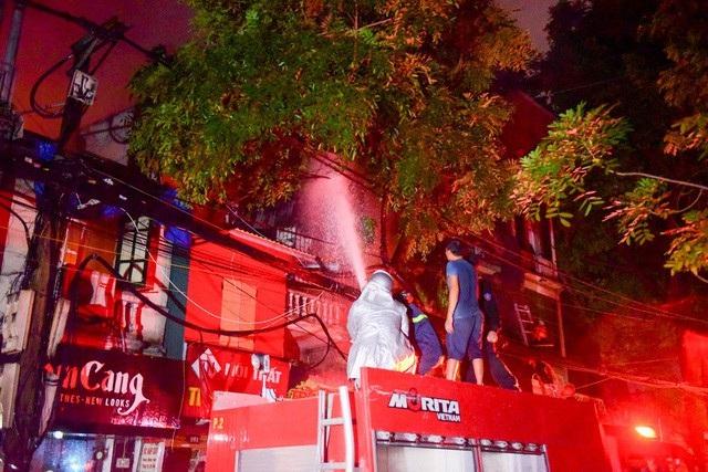 Cháy hàng loạt ngôi nhà gần Bệnh viện Nhi Hà Nội - 26