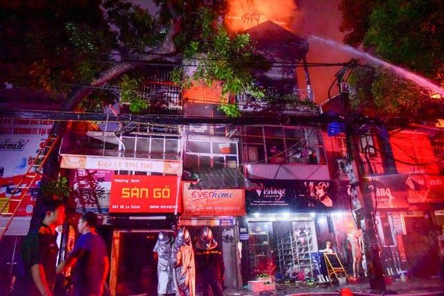 Cháy hàng loạt ngôi nhà gần Bệnh viện Nhi Hà Nội - 5