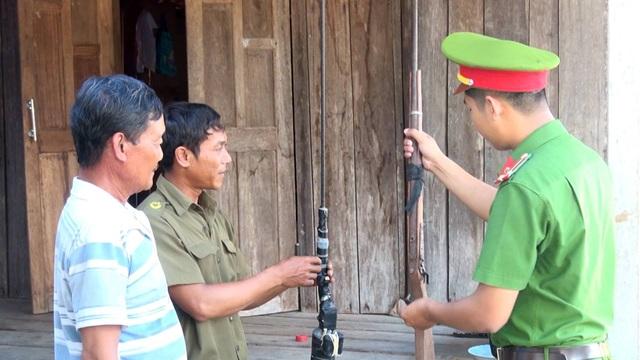 Theo công an xã, việc người dân đem súng đi cất giấu tại nương rẫy là rất khó thu hồi
