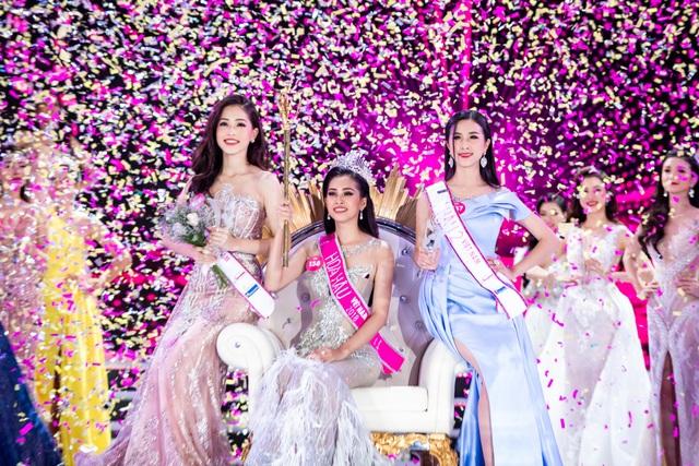 Theo Nhà sử học Dương Trung Quốc, các thành viên BGK đã đạt được sự đồng thuận cao khi quyết định chọn Trần Tiểu Vy, Bùi Phương Nga và Thuý An trở thành 3 người đẹp đẹp nhất của Hoa hậu Việt Nam 2018.