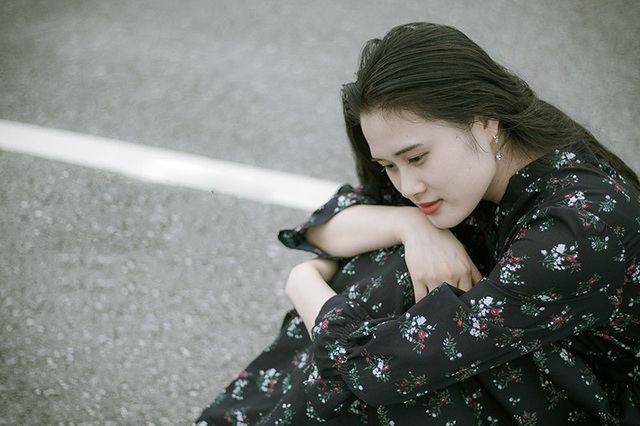 Yêu một người vô tâm cũng giống như việc em cố níu giữ trái tim không hướng về mình... (Ảnh minh họa: Han)