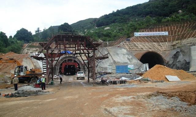 Phía Nam hầm thuộc tỉnh Phú Yên.