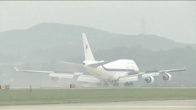 Máy bay của Tổng thống Hàn Quốc đến Triều Tiên sáng nay (Ảnh: Reuters)