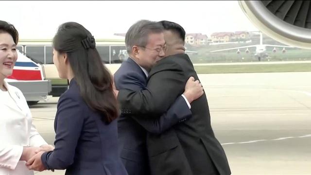 Lãnh đạo Hàn - Triều ngồi chung xe mui trần tới nơi họp thượng đỉnh - 8