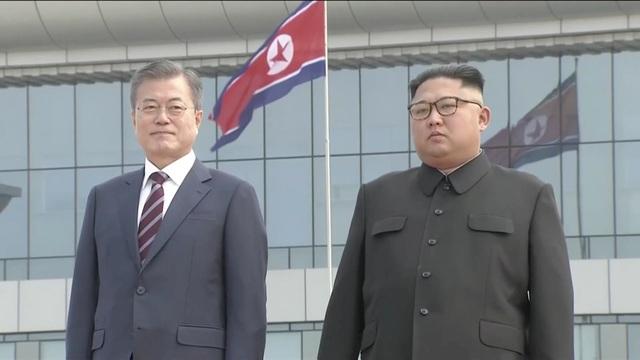 Lãnh đạo Hàn - Triều ngồi chung xe mui trần tới nơi họp thượng đỉnh - 6