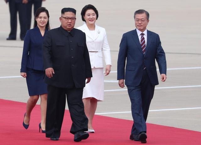 Các nhà lãnh đạo Triều Tiên và Hàn Quốc cùng phu nhân của họ tại thủ đô Bình Nhưỡng sáng ngày 18/9. (Ảnh: Reuters)
