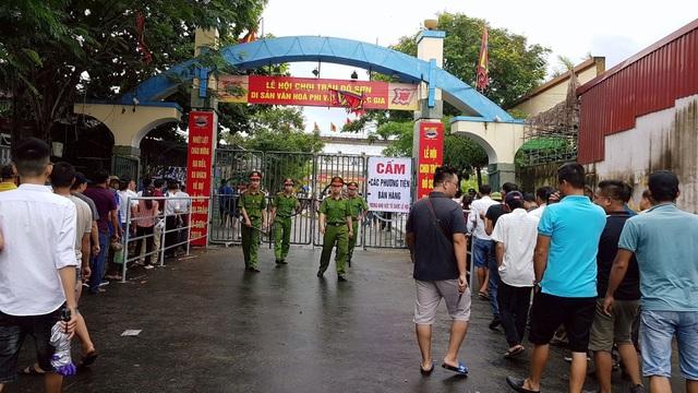 Lễ hội năm nay được đánh giá cao về tình hình an ninh trật tự. Tuy nhiên người dân phàn nàn mức phí trông xe ô tô quá cao (150.000 đồng/xe)