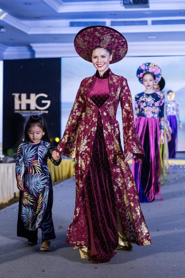 Hoa hậu Áo khoe trang phục truyền thống - 9
