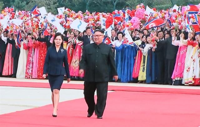 Nhà lãnh đạo Triều Tiên Kim Jong-un và Đệ nhất Phu nhân Ri Sol-ju (Ảnh: Yonhap)