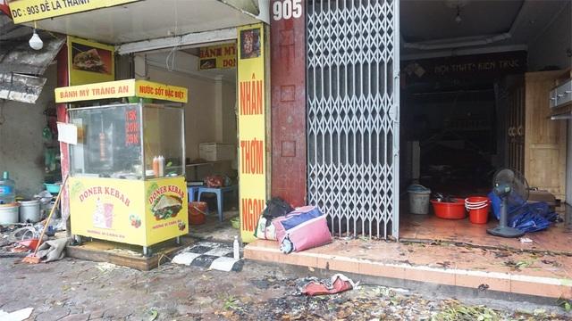 Ngổn ngang hiện trường vụ cháy 9 ngôi nhà trên đường Đê La Thành - 8