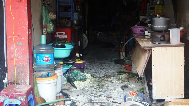 Một trong những ngôi nhà trên đường Đê La Thành bị cháy.
