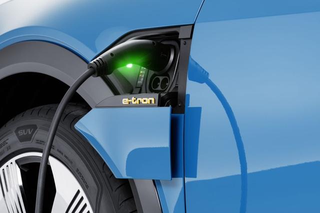 Audi e-tron SUV khuấy động phân khúc xe sang chạy điện - 7