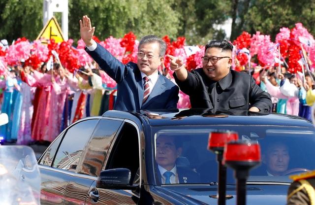 Hai nhà lãnh đạo Triều Tiên và Hàn Quốc tại thủ đô Bình Nhưỡng ngày 18/9 (Ảnh: Reuters)
