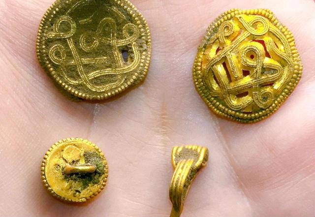 Kho báu gồm hơn 32 loại trang sức bằng vàng và ngọc trai. (Nguồn: Photo: VejleMuseerne/Scanpix 2018)