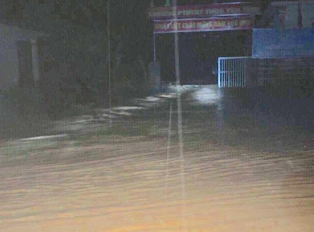 Đêm hôm qua 17/9, lũ quét kinh hoàng đã làm cho điểm trường chính Phổ thông Dân tộc Bán trú THCS Yên Tĩnh và điểm trường Pa Tý (Tiểu học) bị ngập hơn 1,5m.