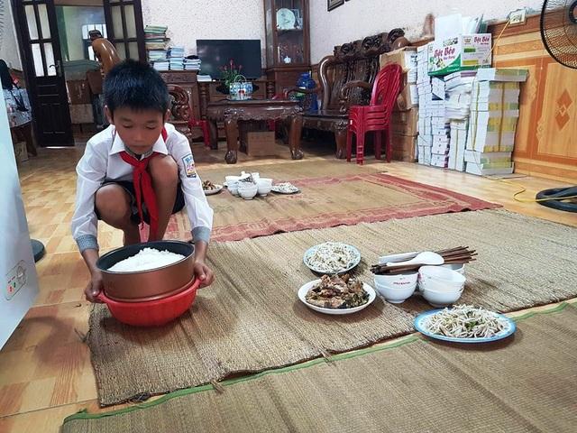 Cô giáo nấu cơm trưa miễn phí cho học sinh nghèo - 2