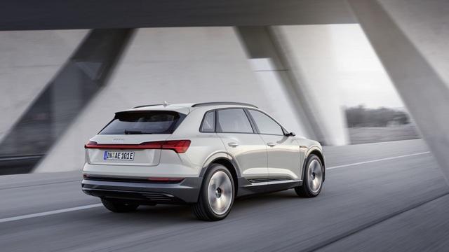 Audi e-tron SUV khuấy động phân khúc xe sang chạy điện - 4