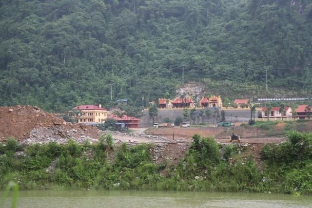 Khu văn phòng, đình, chùa được xây dựng trên 1,7ha đất rừng đặc dụng Thần Sa-Phượng Hoàng đang gây bức xúc dư luận thời gian qua (Ảnh: V.H).